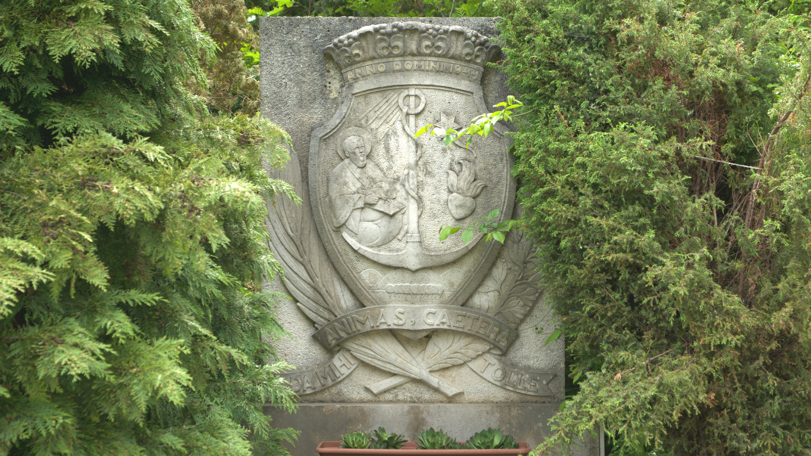 címer templomnál